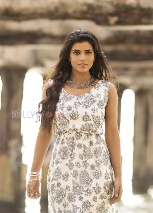 aishwarya_rajesh_hot_photos-14