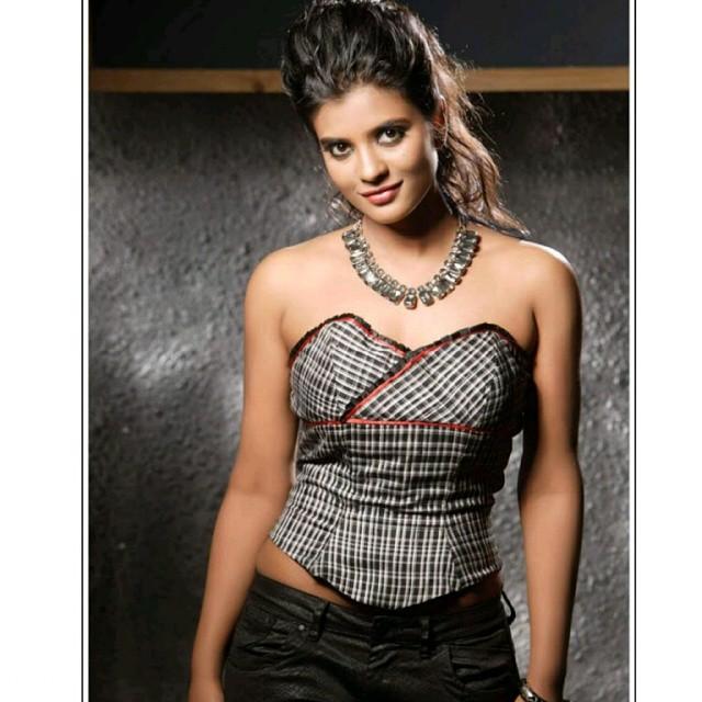 aishwarya_rajesh_hot_photos-17