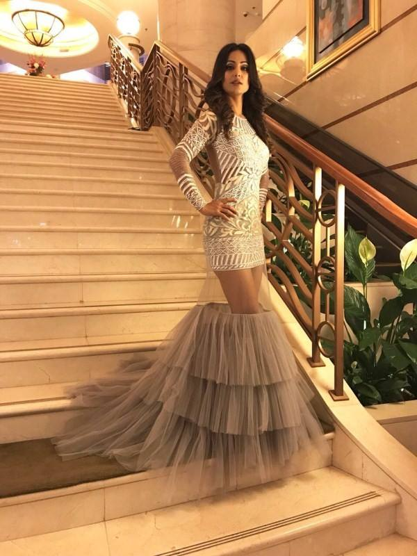 actress-hina-khan-stuns-in-a-grey-gown-4