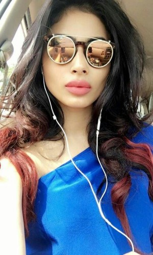 actress-mouni-roy-new-photos-1
