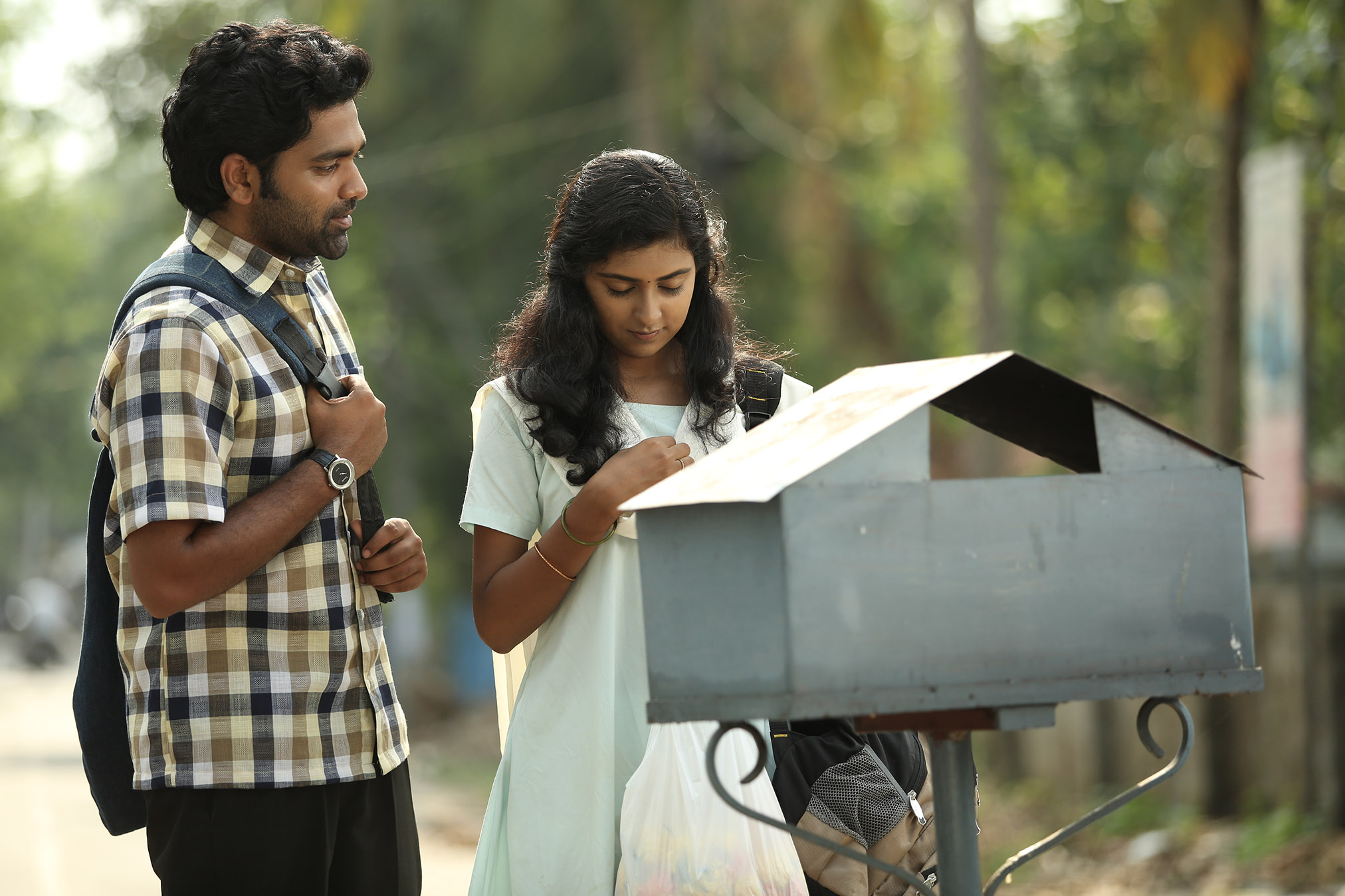 chembarathipoo_movie_stills-14