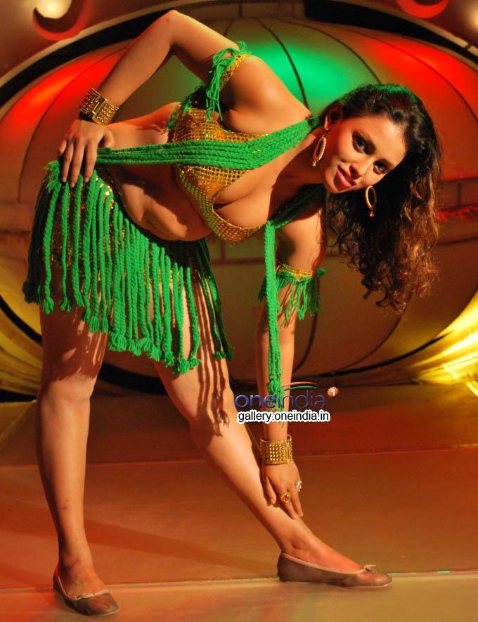 ayesha-hot-actress_139099924200