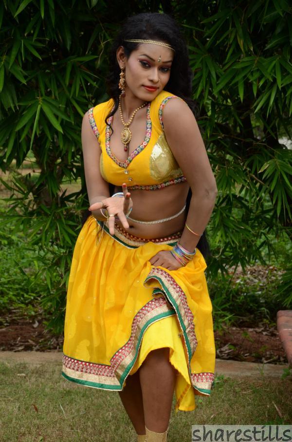nisha-gang-of-gabbar-singh-fame-item-dancer-spicy-stills-11