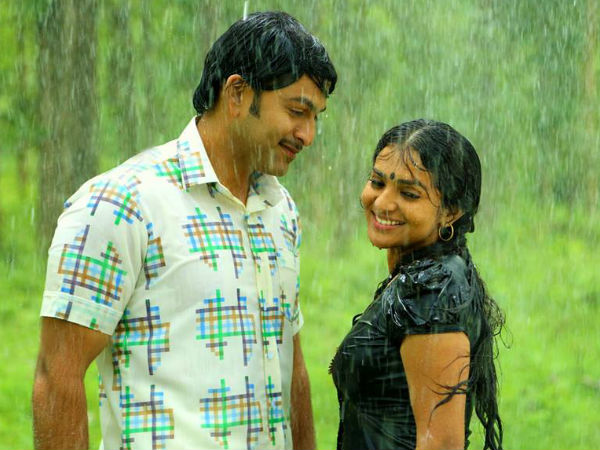 15-1444907747-prithviraj-acts-with-his-eyes-parvathy