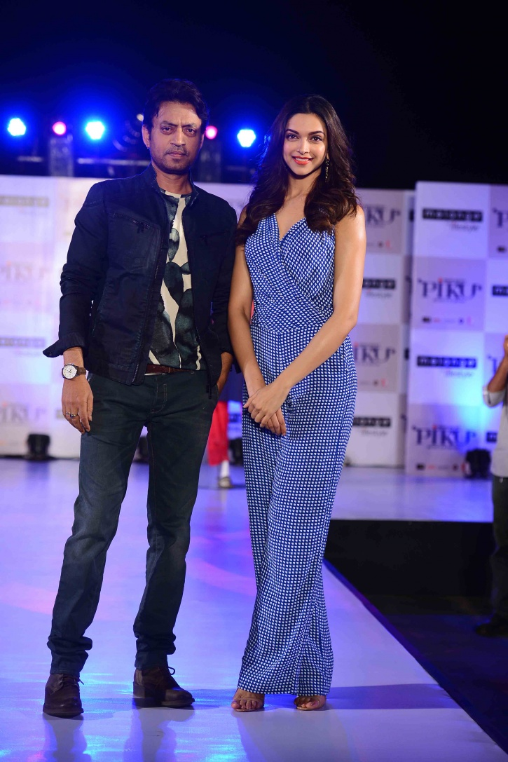 irrfan_khan_and_deepika_padukone_at_the_launch_of_the_piku_melange_collection_-_2_1503560128_725x725_1517398394